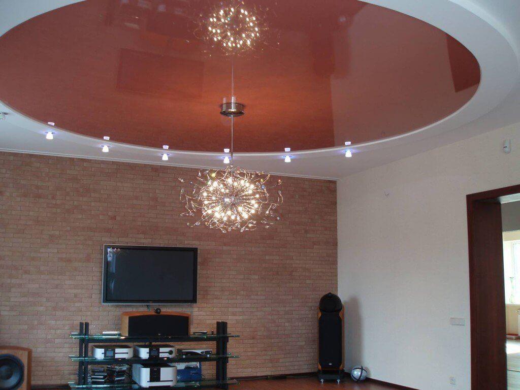 Глянцевый натяжной потолок в гостиной
