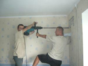 Как просверлить отверстия в стене под кондиционер
