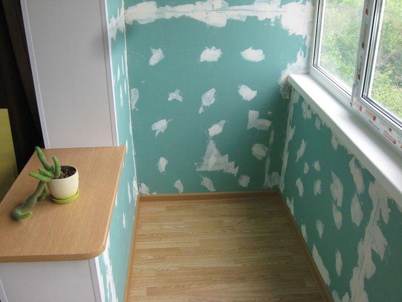 Як обшити балкон вагонкою або панелями зсередини