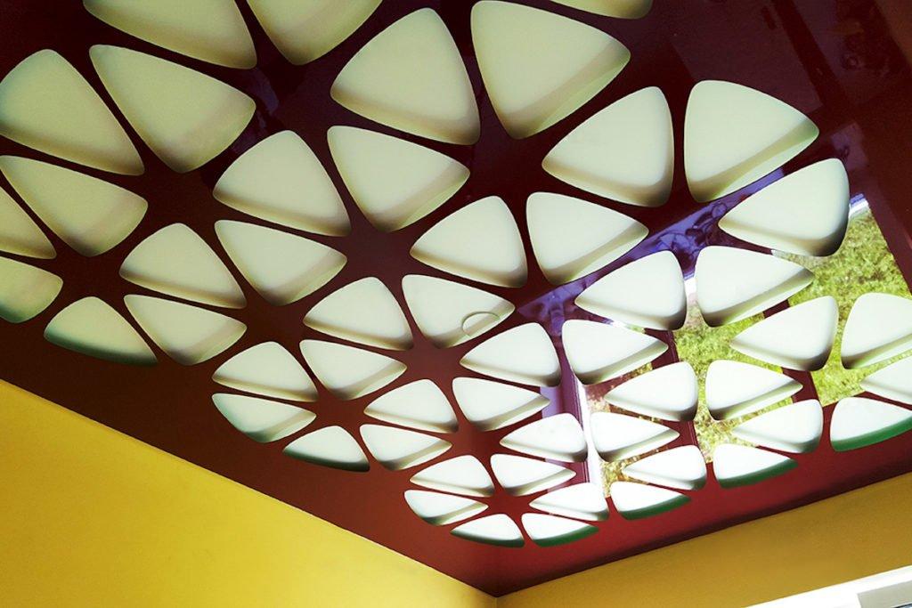 Різьблені натяжні стелі