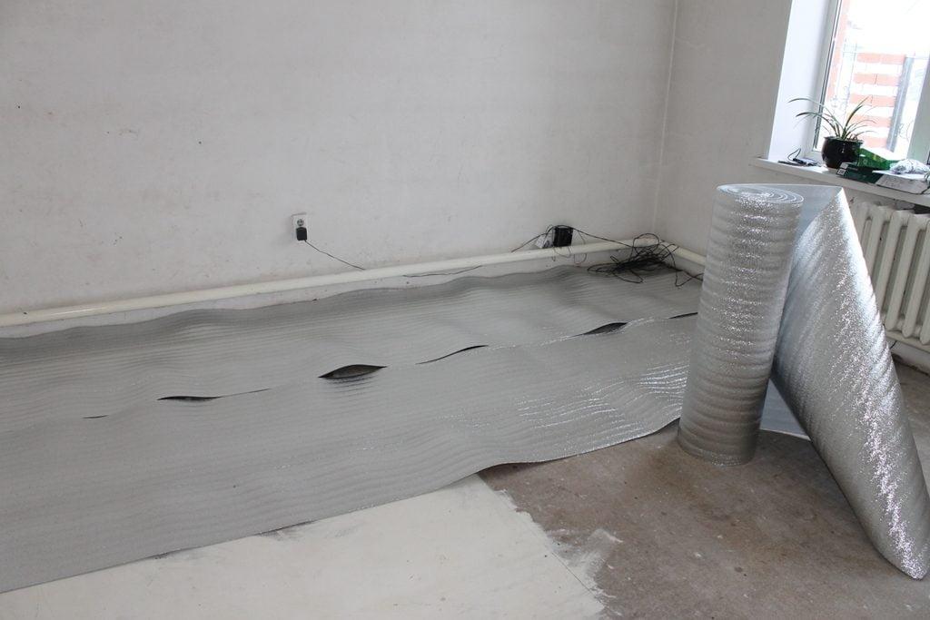 Настил підкладки під інфрачервону теплу підлогу
