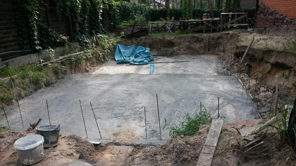 Споруда басейну на дачі поетапно