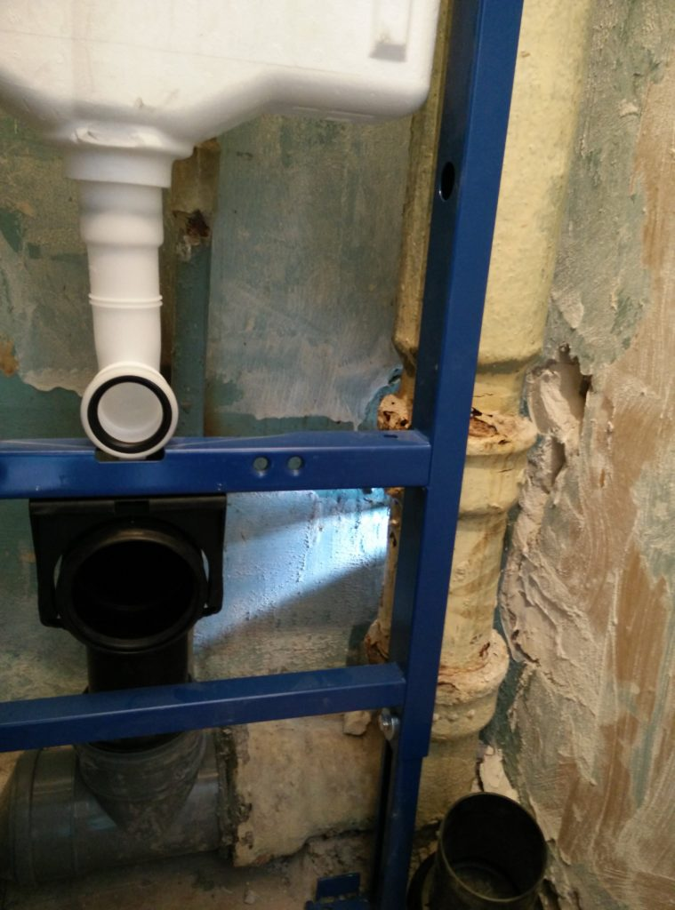 Установка підвісного унітазу на інсталяцію