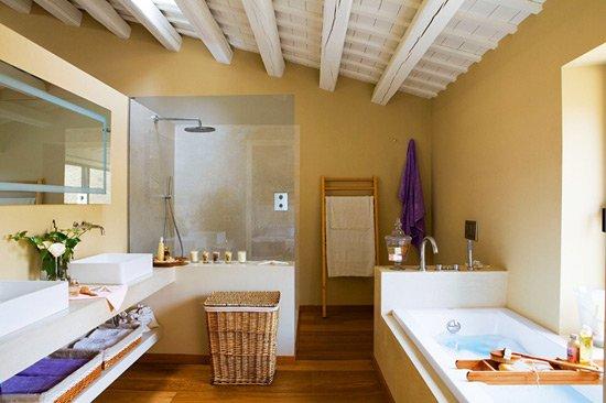 Декоративні балки в інтер'єрі ванної