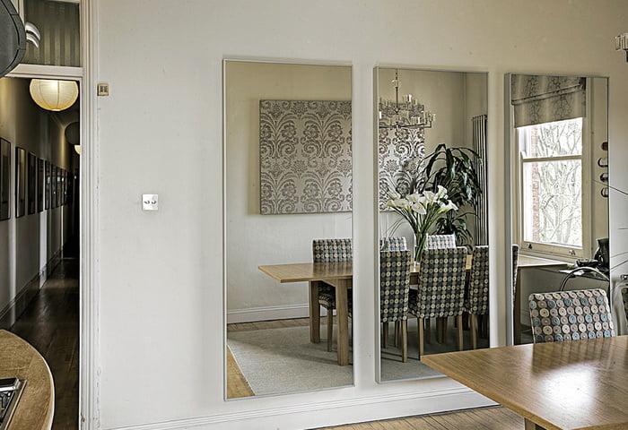 Зеркало без рамы для увеличения пространства