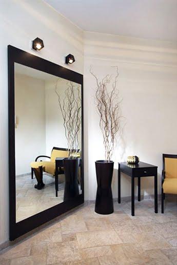 Зеркало в интерьере гостиной