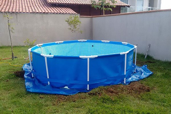 Каркасний басейн на дачі