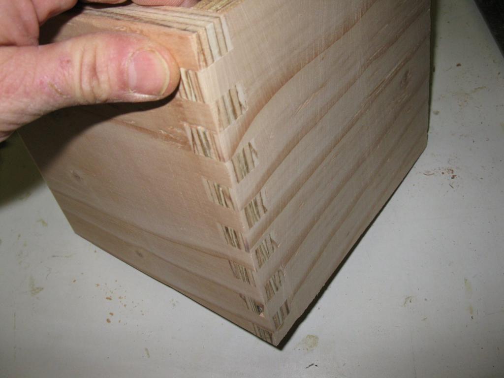 Конструкція замка ящика з фанери