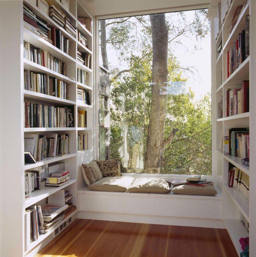 Бібліотека на балконі