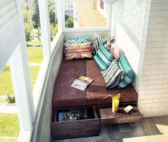 Спальня на балконі