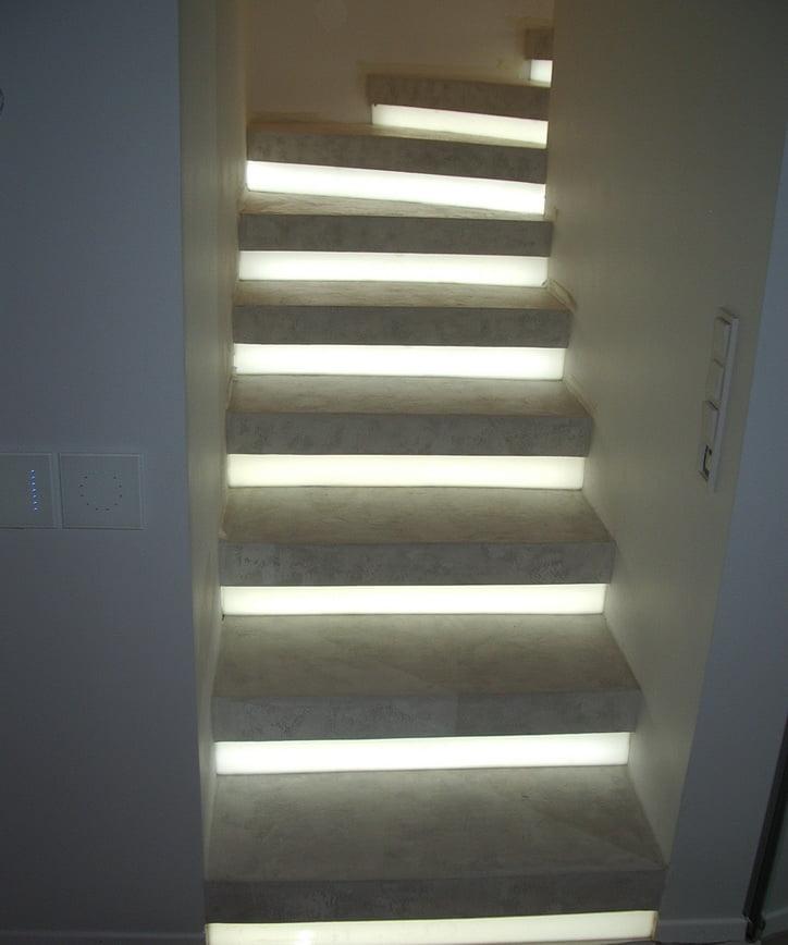 Винтовая лестница - светодиодная подсветка