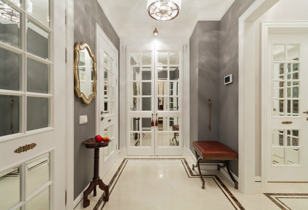 Белые двери в интерьере — интересная идея и необычные решения - Стройка