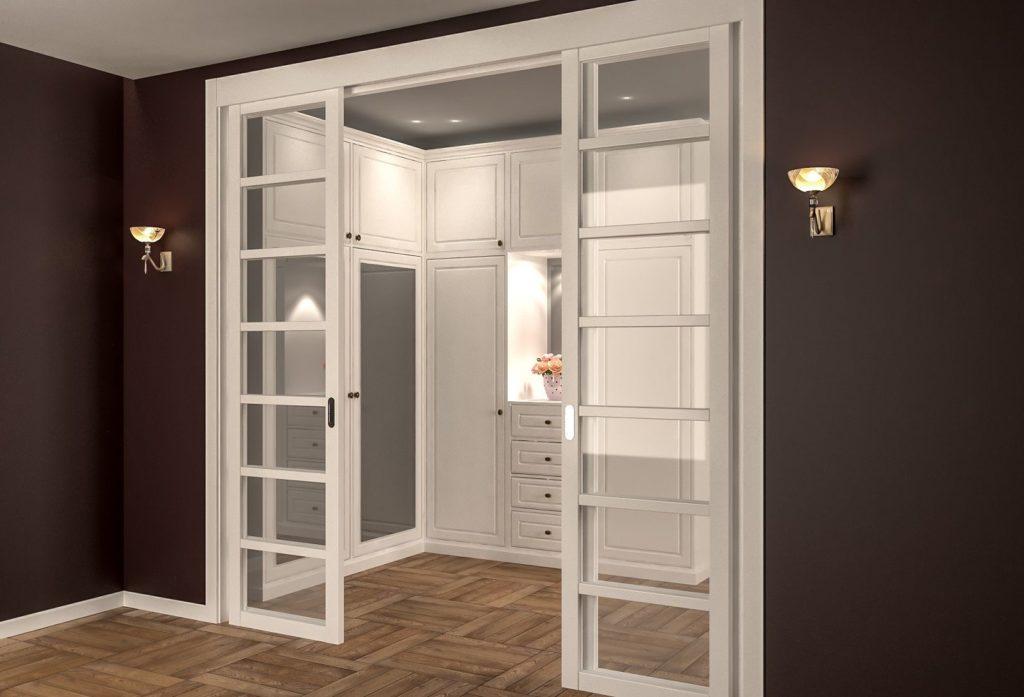 Белые раздвижные двери в интерьере