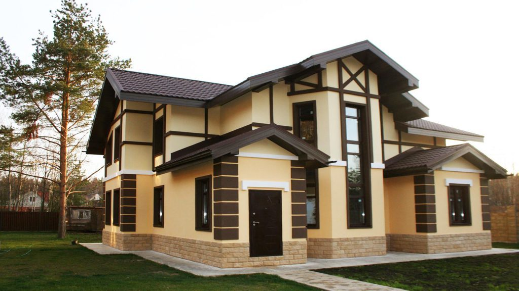 Штукатурний фасад будинку