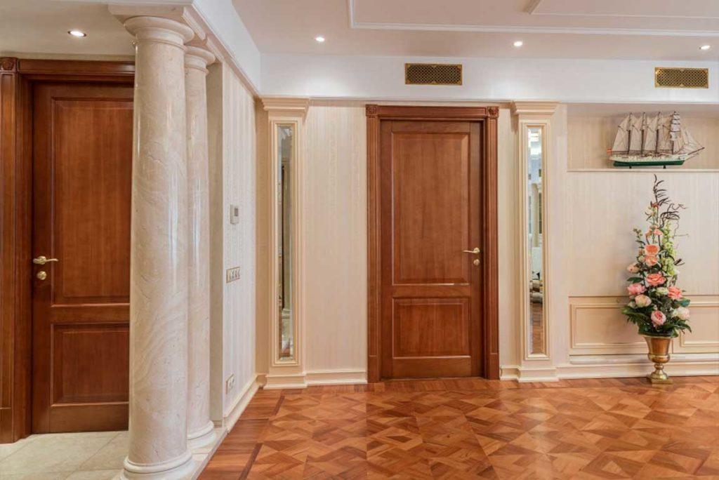 Дерев'яні міжкімнатні двері в інтер'єрі