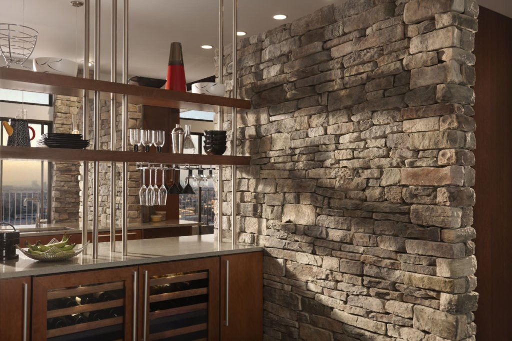 Искусственный декоративный камень в интерьере кухни
