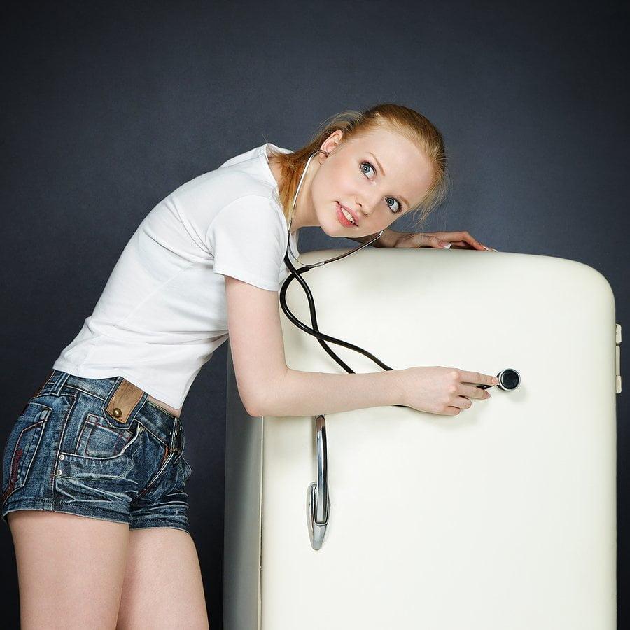 Почему холодильник шумит и как с этим бороться