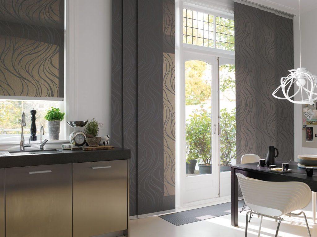 Японские шторы в интерьере кухни гостиной