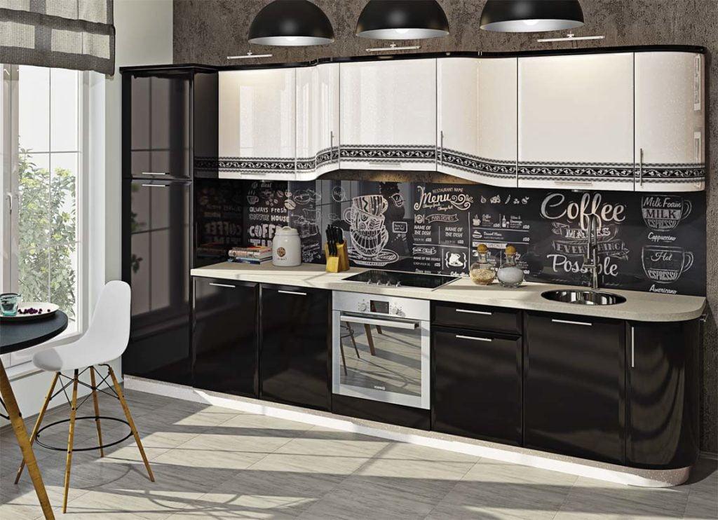 Кухня с обычным холодильником
