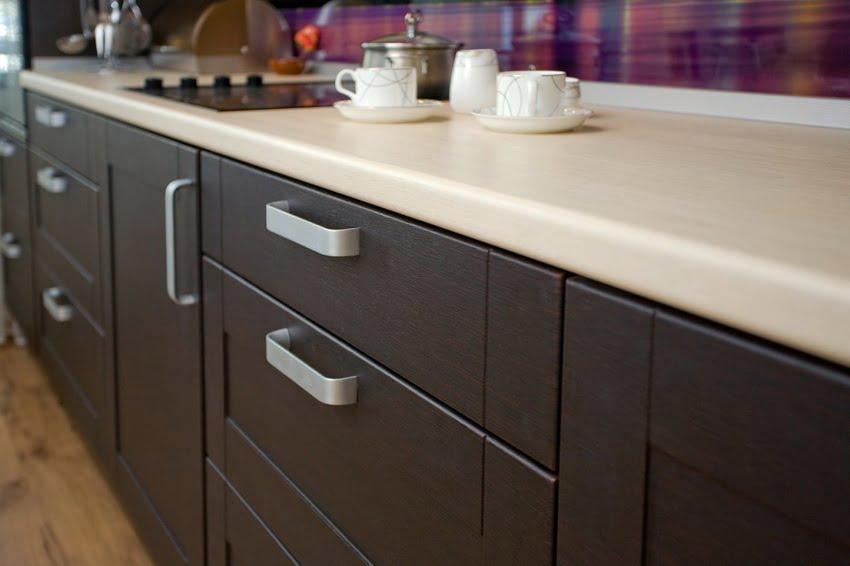 Меблі з ЛДСП прекрасно поєднуються з різними матеріалами - склом, металом, керамічною плиткою